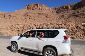 Sahara Tour - im Ziz Tal mit unserem Guide Hassan