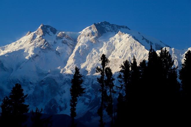 6 Uhr morgens, die ersten Sonnenstrahlen auf dem zweithöchsten Berg Pakistans