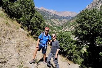 Auf dem Weg zu den Sommerhäusern der Kalash