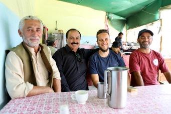 Chai trinken mit unseren neuen Pakistani Freunden