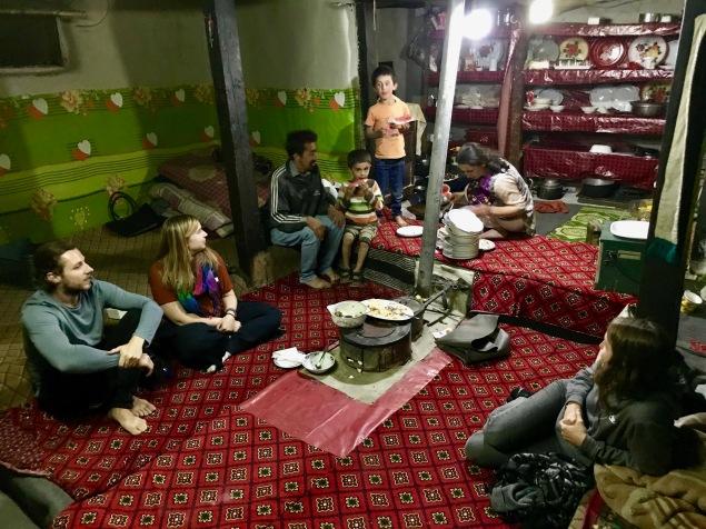 Gemütliches Abendessen bei Rehman zu Hause