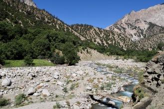 Hinter den Bergen liegt Afghanistan