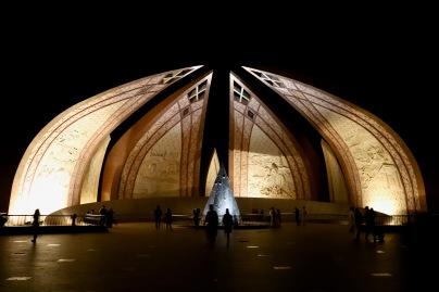 Pakistan Monument unbedingt abends besuchen