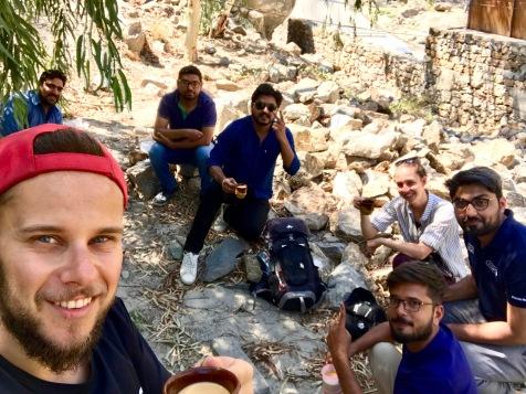 Tea Time mit unseren Lahori Anhaltern von Gilgit zur Raikot Brücke