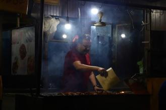 Verkäufer säumen die Straßen Karimabads