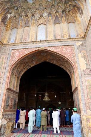 Gebet in der Wazir Khan Moschee in Lahore