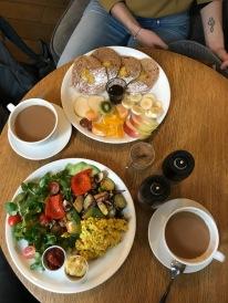 Frühstückszeit im Moja Café